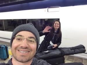 新幹線にごきげんなお二人。